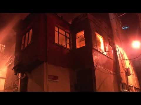 Fatih'te Bina Alev Alev böyle yandı... Mahalleli Sokağa Döküldü