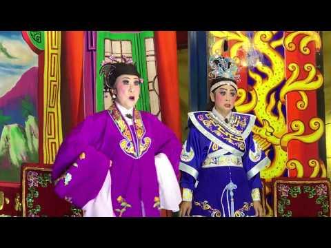 Singapore's street-side opera troupes