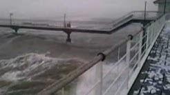Sturmflut und hohe Wellen auf der Ostsee in Heringsdorf - Usedom  Winter 09/10