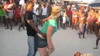 Repeat youtube video Humiliation d'une chaudasse