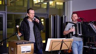 Attwenger singen Gstanzl für 2118 - STANDARD Player Spezial