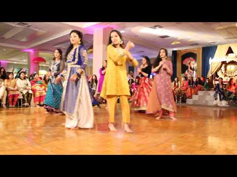 Mehndi Hai Rachne Wali - Best Pakistani Mehndi Dance 2017