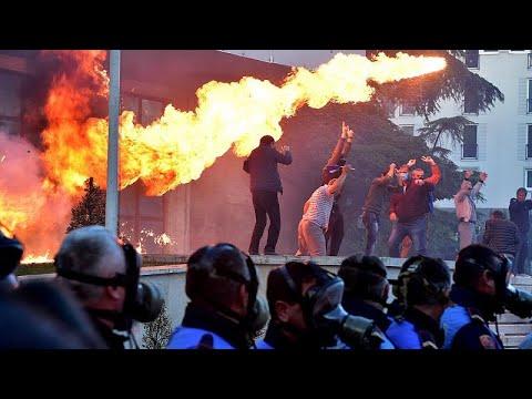 Tirana: 12 Polizisten bei Demonstration verletzt