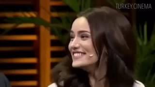 Бурак озчивит и его девушка Фахрие эвджен на турецком шоу)