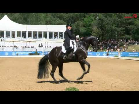 Dorothee Schneider und Sammy Davis jr. in der Grand Prix Kür auf der Pferd International München