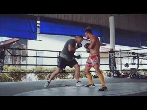 Irish Boxer John Hutchinson (10-2) working with Oleydong Sithsamerchai (61-1) at Phuket Top Team