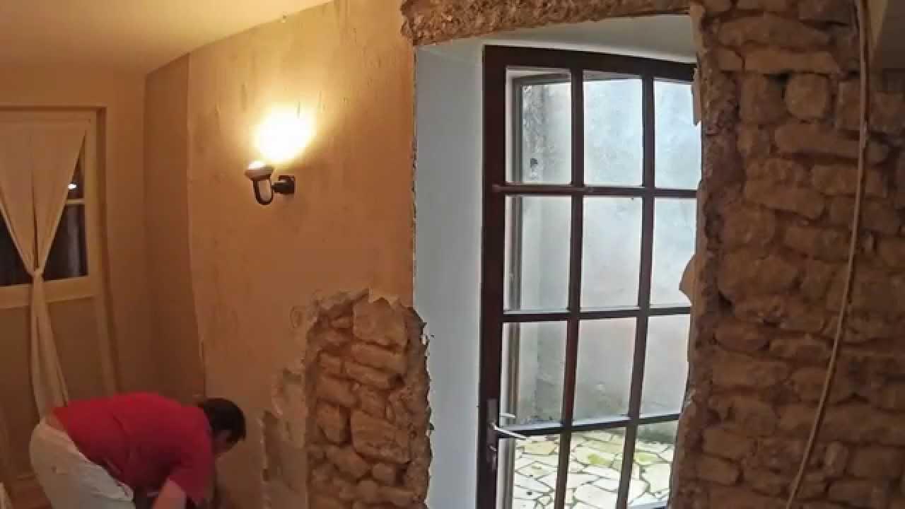 Dejointer un mur en pierre youtube - Enduire un mur de pierre ...