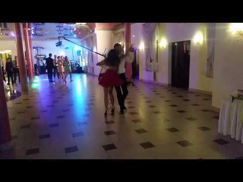 Pewnej noc na weselu 'Ci to potrafią tańczyć '