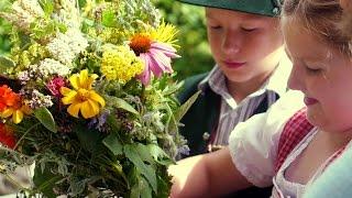 Mit Kindern Kräuterbuschen binden für Mariä Himmelfahrt