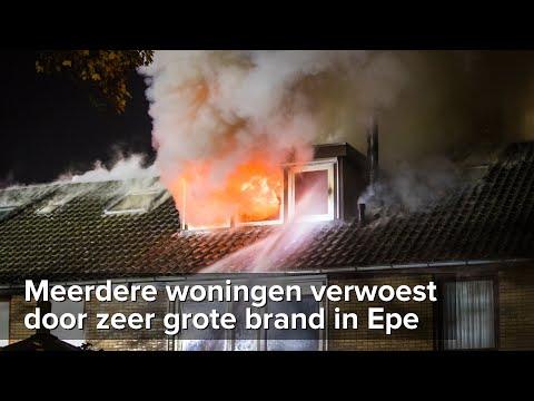 Blok met rijtjeshuizen verwoest door zeer grote brand in Epe - ©StefanVerkerk.nl