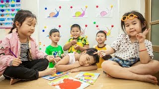 Kids Go To School   Chuns With Best Friends Learn Painting With Teachers In The Classroom
