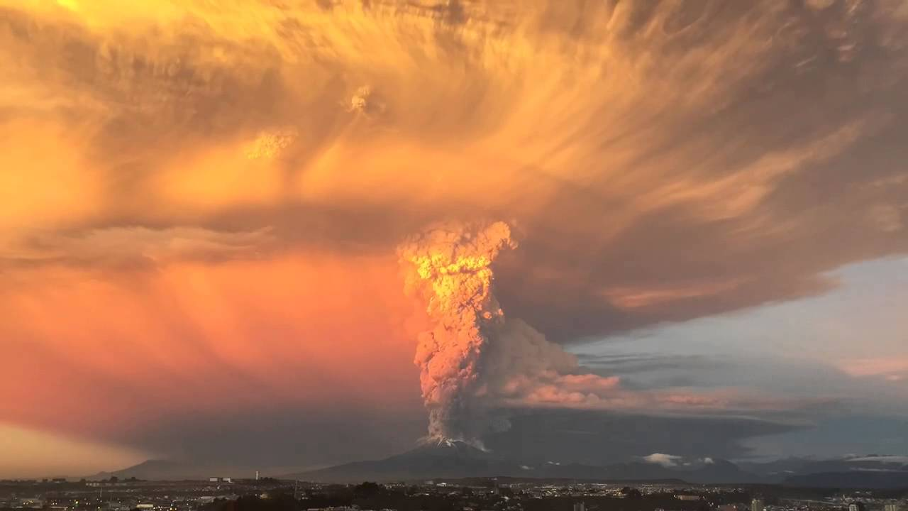 Spettacolare esplosione del vulcano Calbuco in Cile