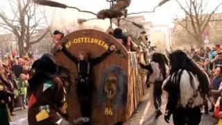 Hexen binden Mädchen auf Drehscheibe, hängen am Trecker usw. --Fasnetumzug Stuttgart 2012