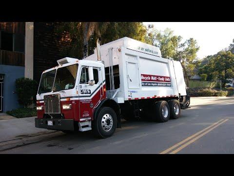Universal Waste Systems (UWS) Peterbilt 320 Heil Durapack 5000 Rear Loader