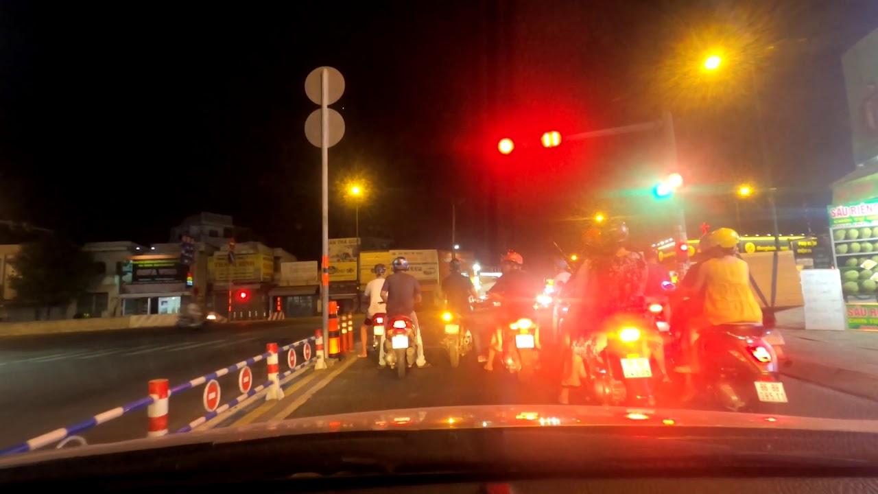 Sài Gòn Về Đêm -Tâm Sự Buồn Của Nghề Taxi Công Nghệ