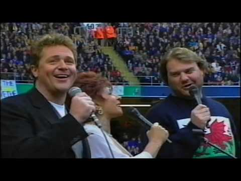 Shirley Bassey/Bryn Terfel/Michael Ball - We'll Keep A Welcome In The Hillside-