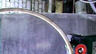 Гибка трубы 30х30 в кольцо.AVI(Гибка профильной трубы в кольцо. Не в один прием. Показан самый последний прокат. Цена станка 40 000 руб. Есть..., 2011-08-31T07:30:38.000Z)