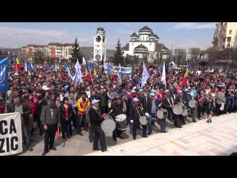 Salariati de la Dacia au iesit in strada