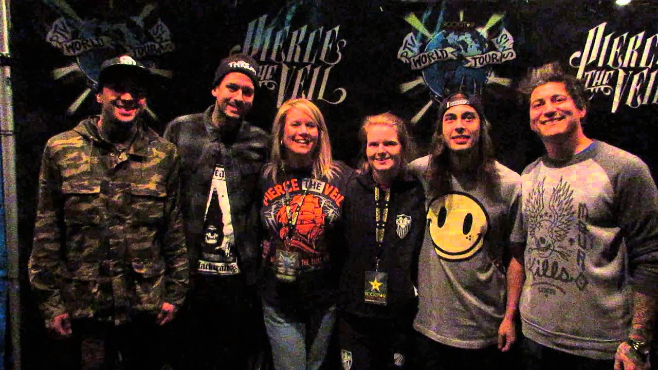 Meeting pierce the veil and sleeping with sirens at the world tour meeting pierce the veil and sleeping with sirens at the world tour youtube m4hsunfo