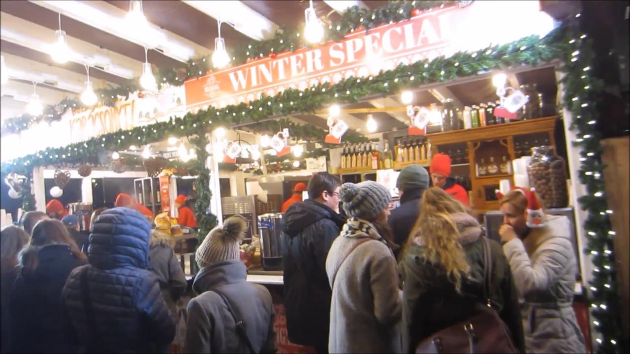 Vorosmarty Square Budapest Christmas Market.Budapest Christmas Market Vorosmarty Square