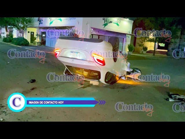 🚨🚨 Jovencitos vuelcan un Mercedes Benz en una plaza comercial; iban a exceso de velocidad
