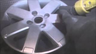 pískování auto disku v tryskacím boxu