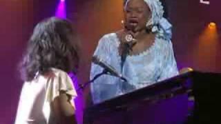 Alicia Keys feat Oumou Sangare -Falling ( USA - Mali )