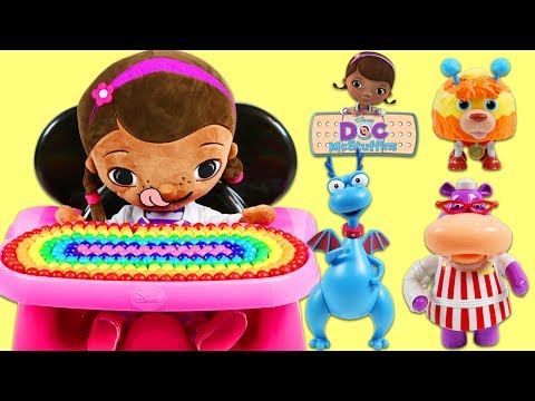 LEARN COLORS and Toy Velcro Cutting Fruit Feeding Disney Doc McStuffins in Minnie Mouse High Chair!
