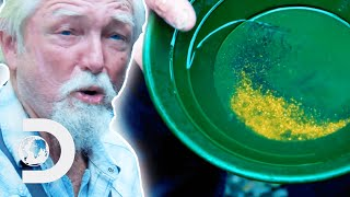 Fred Hurt Changes Angles Of Riffles To Catch As Much Gold As Possible | Gold Rush: White Water