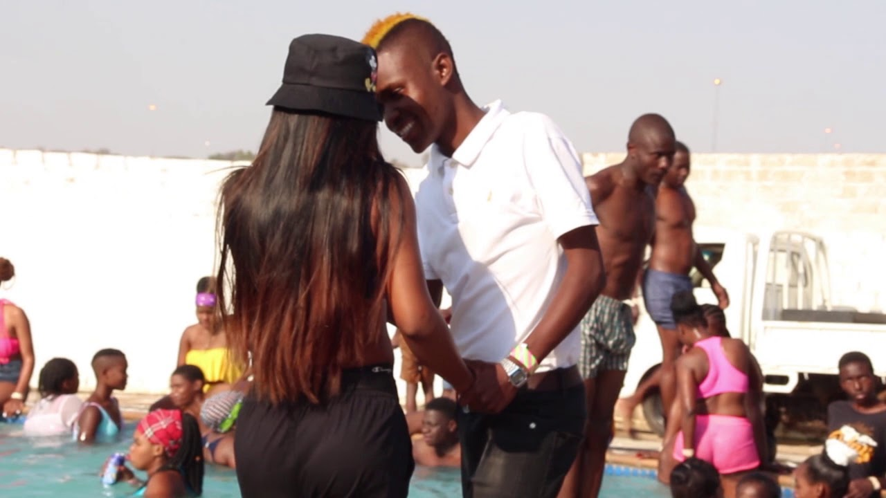 Mr Mapiano Sharmza & Cheeziimusiq - Summer Body (Official Music Video)