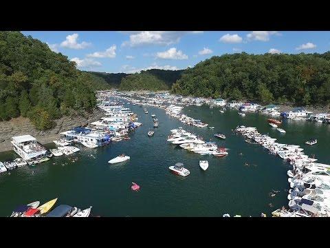Massive 2016 Lake Cumberland Poker Run and Raft Up