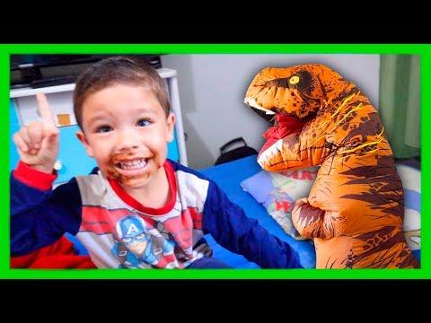 Rafael brincando com seu amigo Dinossauro, Johny Johny Yes Papa, Nursery Rhymes and Kids Songs
