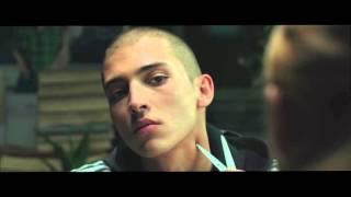 セルビアで生きる若者たちのリアルを描いたドラマ。かつての工業地域に...