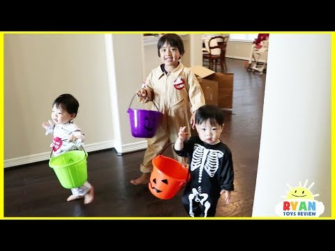 Halloween Trick or Treat with Kids Candy Surprise Toys Prank Halloween Candy