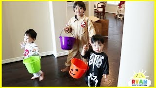 Ryan and twins goes Trick or Treating for Halloween with Candy Haul thumbnail
