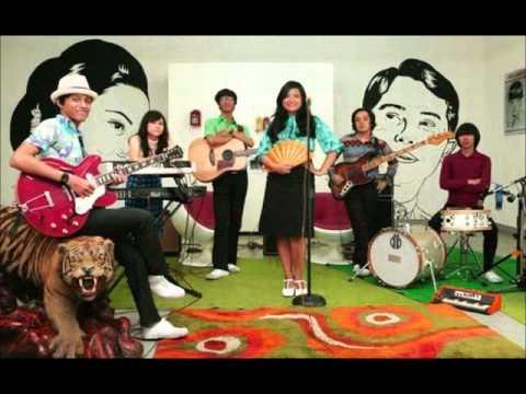 White Shoes & The Couples Company - Selangkah Keseberang (feat. Fariz RM)