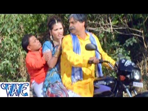 पिछे से छुवता सटता - Bhojpuri Hot Comedy Sence - Saiya Ke Sath Madhaiya Me HD
