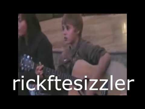 Justin Bieber singing I'll Be and Others in...