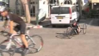 Велосипедистка без ног готовится к Паралимпиаде(( http://ntdtv.ru ) Израильская паралимпийская спортсменка готовится в играм в Лондоне. Впрочем, несмотря на изнури..., 2012-07-12T14:08:22.000Z)