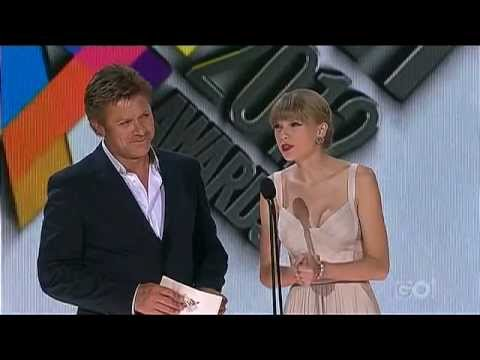Taylor Swift - Presenting at the 26th Aria Awards 2012 in Australia