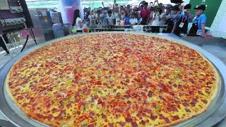 EATING THE WORLDS LARGEST PIZZA!