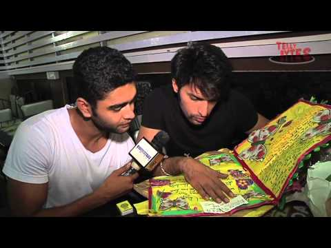 Shaleen Malhotra recieves Gifts from fans