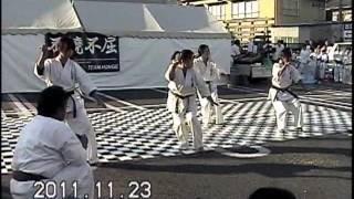 2011年11月23日に龍ヶ崎駅前商店街で開催された、龍ケ崎商業祭り『いが...