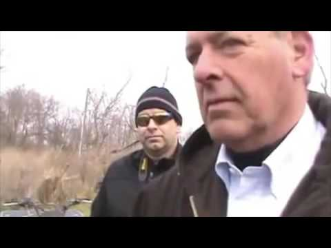 Sheriffs use intimidation tactics - Raid small farm for producing raw milk products