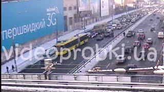 Обрыв троллейбусных проводов и массовое ДТП в Киеве