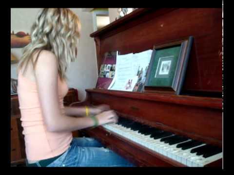 Love Song by Sara Bareilles on the piano | DormRoomDivas