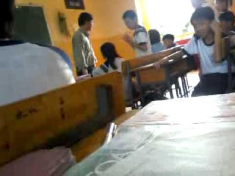 Đánh học sinh