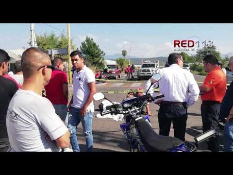 VIDEO Un adolescente muerto y otro herido al chocar motocicleta contra un tráiler