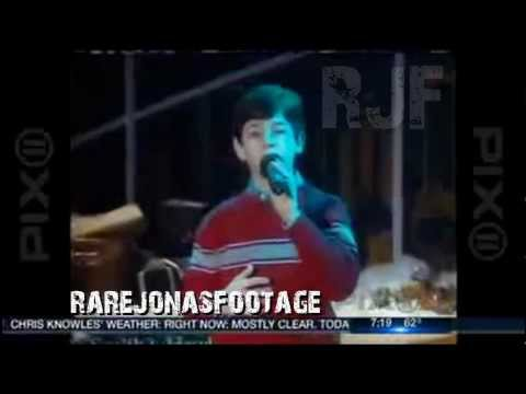 Young Nicholas Jonas - Joy To The World LIVE ON TV (2003) [HD]