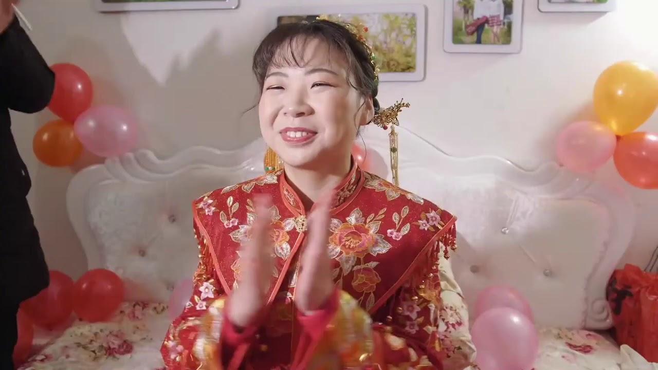 医生爸爸兼做婚礼摄像,一场收入300块,打多份工为家庭也为自己的梦想
